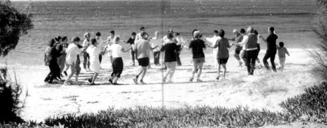 Χορός στην παραλία της Πλάκας (Σεμινάριο 2004)
