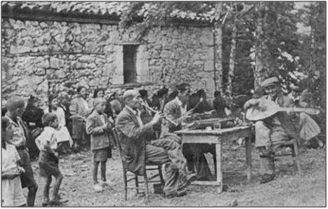 Παραδοσιακό  παγκύρι της Αγίας Παρασκευής Γαρδικίου το 1957.